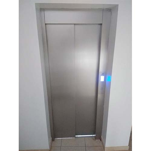 Elevador unifamiliar puerta automática